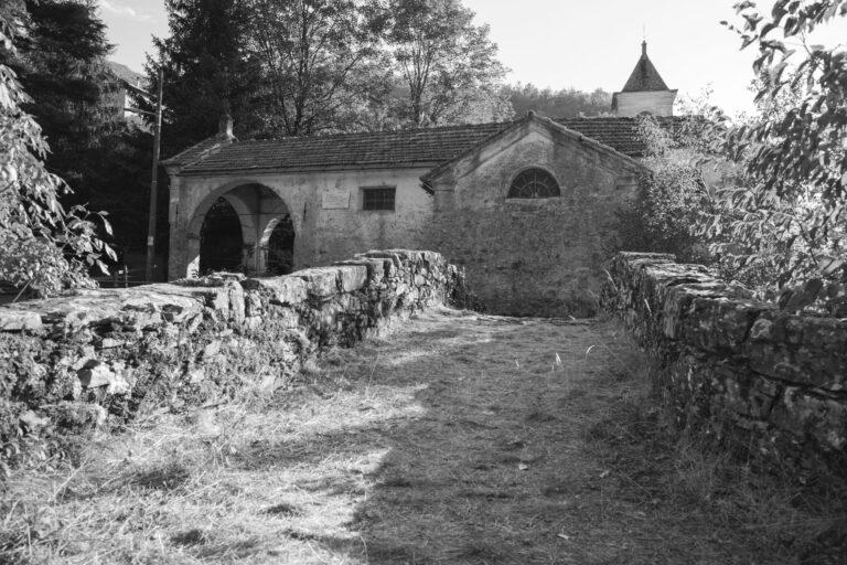 Il borgo di Senarega nel Parco dell'Antola